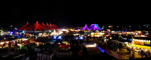 Winter-Tollwood Festval in München, aus 3 HDR-Fotos erstellt