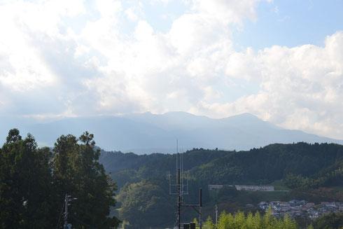 """""""あたたらやま""""は左側の杉ノ上の山並み。雲のため確認できない"""