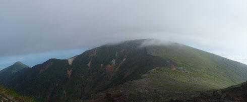 赤岩の頭・硫黄岳と硫黄岳山荘を振り返る
