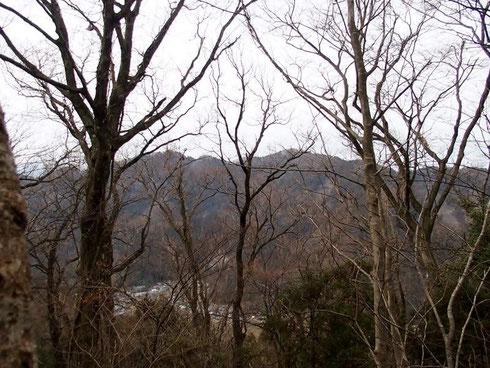 山頂から見る文殊山