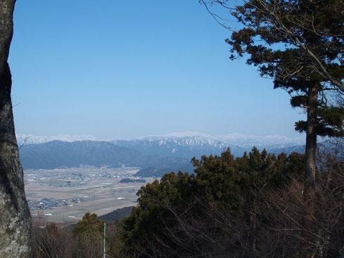 雲っぽかったので山の端がはっきりせず100点とはいい難いが、やっぱり白山はいいなぁぁぁ