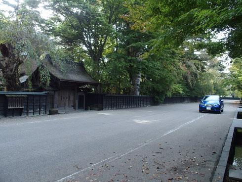 以前はもっともっと田舎ぽい雰囲気だった。早朝なのでまだ観光客は来ていない