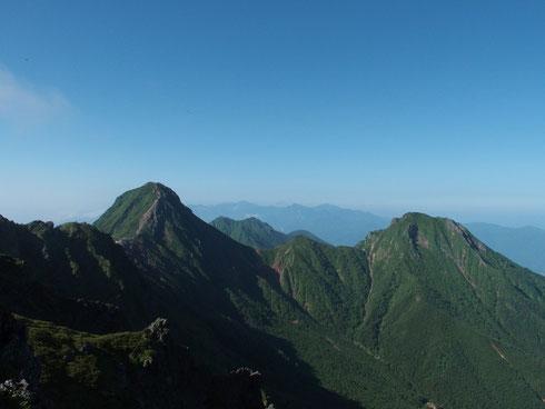 赤岳と阿弥陀岳が素晴らしいつり合いです