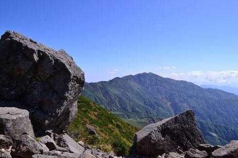 黒ボコ岩から別山を望む                       先日放送された「金トク」を思い出しますね