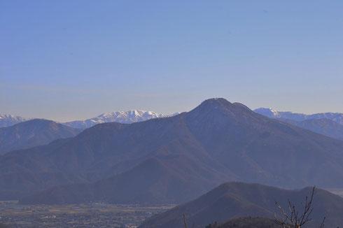 日野山の背後に部子山が