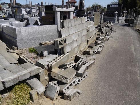 東日本大震災で倒れたCB壁