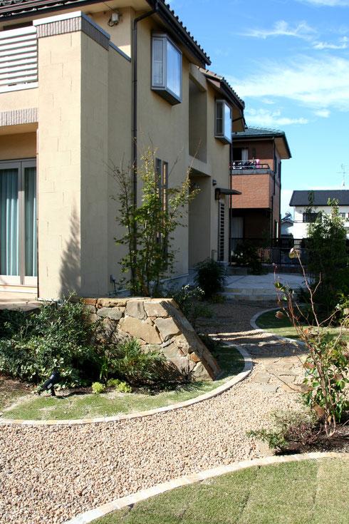 自然素材を使ったお庭リフォーム 石積みが印象的