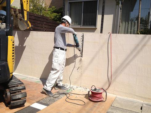 ブロック塀の解体作業
