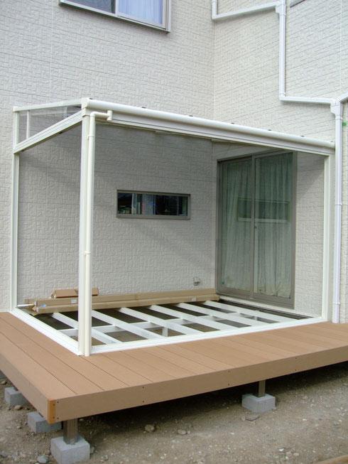おうちの裏側にはデッキとガーデンルームを ガラス・フローリング床 施工前