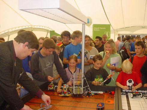 Beim ThyssenKrupp Ideenpark präsentierten unsere Schüler die Mars-Aufgaben vor vielen interessierten Besuchern.