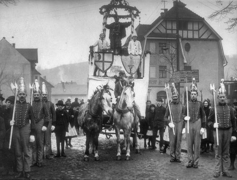 Prinzengarde mit Prinzenwagen aus dem Jahre 1914
