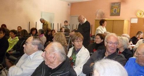 Un nombreux public dans la petite salle des fêtes./R. Lille