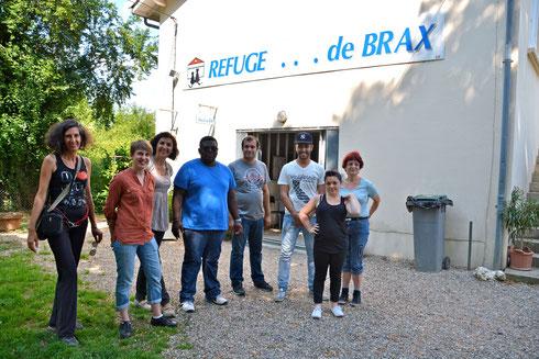 Valérie Ménoret, Julie Cémola, Christine Ricard, Tachitardine, Yoan, Mohamed, Olivia et Mme Salane, présidente du refuge animalier de Brax