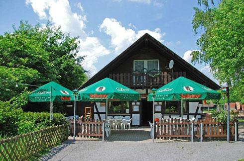 Vereinsgaststätte Hubertusklause inmitten unseres idyllischen Tierparks