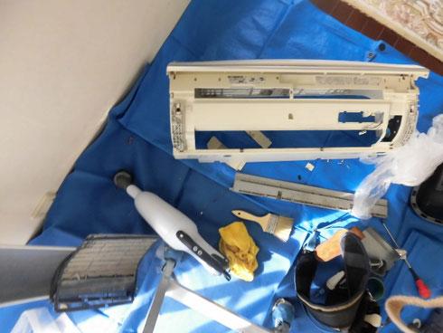 シャープ製のフィルター自動掃除ユニット