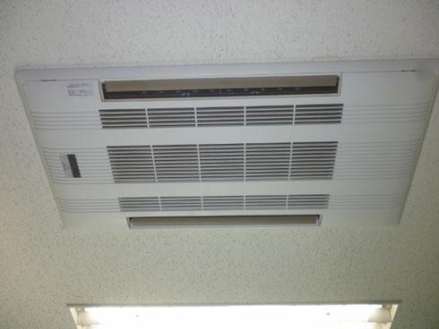 天井埋め込み2方向のエアコン