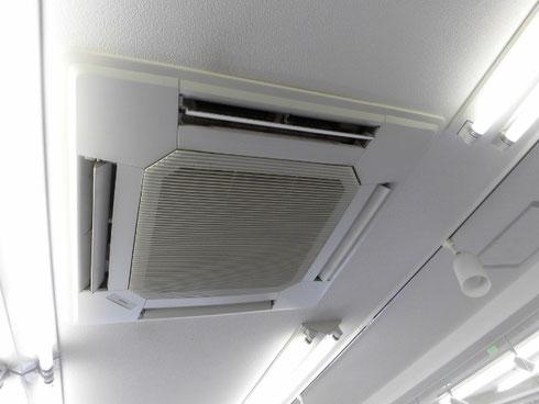 三菱製の天井埋め込みエアコンクリーニング