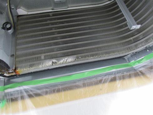 クリーニング前の熱交換器