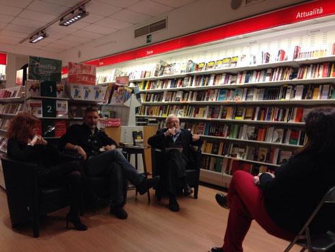 24/11/2013 Alla Libreria Feltrinelli di Varese, presentazione di Giallolago