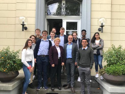 Der Kreisvorstand der Schüler Union Düsseldorf 2019 mit Sylvia Pantel, Mathias Höschel und Gästen.