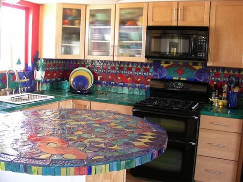 frontal de cocina con mesa a juego