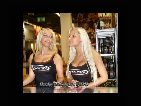 Blonde Hostessen von Muscletech