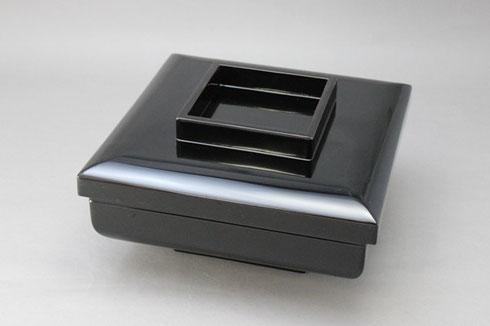 黒漆で塗り替えた盛器