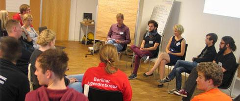 In der Diskussion mit den Jugendorganisationen der Parteien, von links: Andreas Unger (Moderator) Felix Banaszak (Grüne Jugend), Laura Stoll (Junge Union), Jan Krüger (Jusos) und Karsten Stöber (Linksjugend solid)
