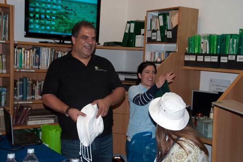 Angekommen in Israel: Gili und Moria stellen SPNI vor