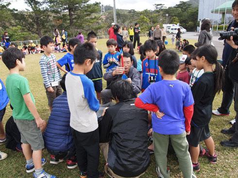 日本宇宙少年団名護分団のロケット打ち上げ式も大勢の方が見守る中、打上成功!運動広場には拍手が鳴り響きました