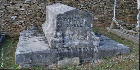 Tombeau de la famille Boule - cimetière de Montsalvy - 2010 - Cl. J.P. Bonhuil - Coll. Musée du Veinazès.