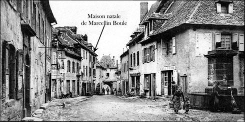 Maison natale de Marcellin Boule dans la grand'rue de Montsalvy en 1905. Ed. Roux - Aurillac - Carte postale ancienne - Coll.BC / Musée du Veinazès