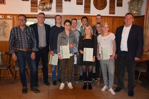 Vlnr.: Christian Hilpert (100 Spiele), Fabienne Kessler(100), Sascha Simon (100), Vlad Neata (100), Lisa Vorndran (200), Maximilian Enders (100), Verena Faulstich (200) und Tanja Heckenlauer (100)