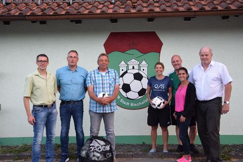 V.l.: Jürgen Pfau (BV/VP), Axel Braun, Manfred Markert (beide Vorstände VfR), Kathrin Hippeli (Spielerin/Vorstandsmitglied VfR), Thorsten Enders (Jugendleiter VfR), Susanne Heise (BFV-Projektmanagerin Pro Amateurfußball) & Rainer Lochmüller (KV).