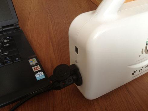 バッテリーのシガーソケットにアダプタを挿入