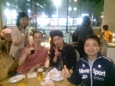 ホームページを制作してくれた浅木さん夫妻と息子と虎ノ門ヒルズで祝杯