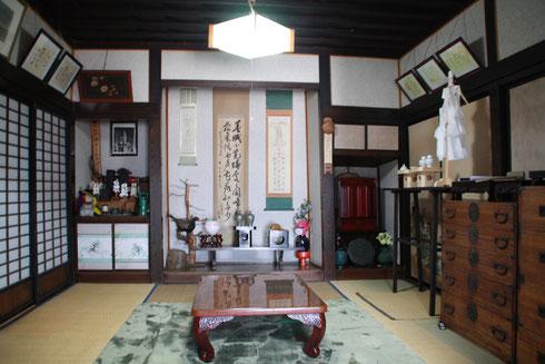 上段の間。ここで神事を行いました。吉田の富士講のように立派な祭壇は無かったようです。