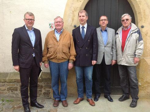 MdB Frank Schäffler, Kirchenmeister Dieter Brölhorst, Pfarrer Rainer Wilmer, Presbyter Rainer Alesander und Ernst Tilly vom Förderverein Laurentiuskirche (von links nach rechts).