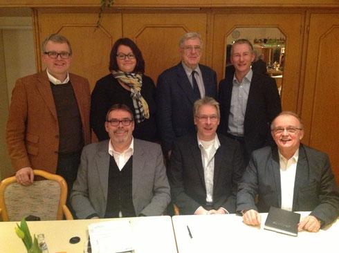 Hintere Reihe von links nach rechts: MdB Frank Schäffler, Katja Birkenstock, Ernst Tilly, Stephen Paul (Kreisvorsitzender). Vordere Reihe von links nach rechts: Matin Lohrie (Ortsvorsitzender), Guido Ronsiek, Joachim John