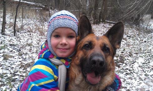 Зимняя прогулка Даши и  Яры