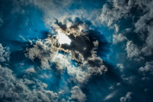 sun rays coming down through the sky and clouds