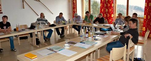 Zu einem Klausurwochenende haben sich Mitglieder der Neuen Liste Buch und interessierte Bürger in Grandsberg bei Deggendorf getroffen, um kommunalpolitische Themen zu besprechen.