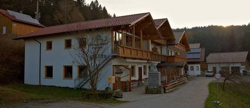 Tagungsort war das Gasthaus Menauer in Grandsberg auf den Anhöhen des Bayerischen Waldes bei Deggendorf.