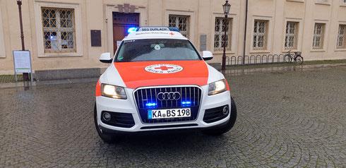 Außenarbeiten am Notfall-Fahrzeug mit der Folierung abgeschlossen