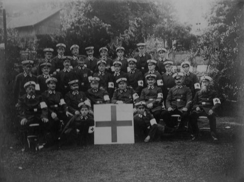 1926: Gruppenbild anlässlich 34-jährigem Bestehen der Freiwilligen Sanitätskolonne Durlach
