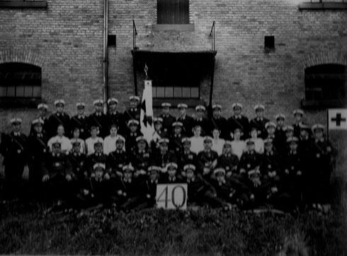 1931: Gruppenbild anlässlich Stiftungsfest und Fahnenweihe der Freiwilligen Sanitätskolonne Durlach