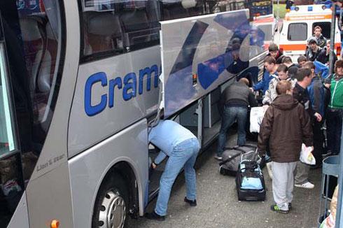 2009: Ankunft der englischen Schulklassen nach Unfall an AS Durlach