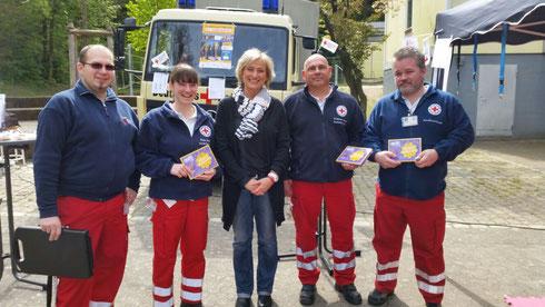 Das Rotkreuz-Team und Peggy Heinzerling, Foto: Nicole Warter