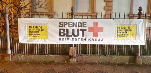 Banner an Endhaltestelle Durlach neu befestigt, ebenso alle Banner an Durlacher Allee entlang...