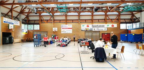 Blutspenden... immer ein ganz besonderes Event! Hier: 10.000 ter Blutspender in Durlach